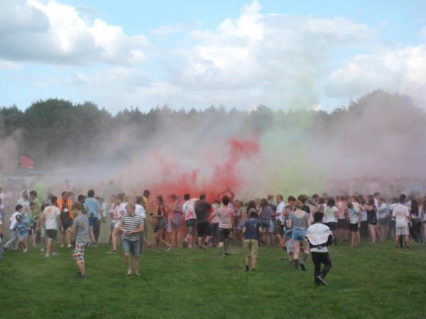 A lot of powder paint being thrown in the air