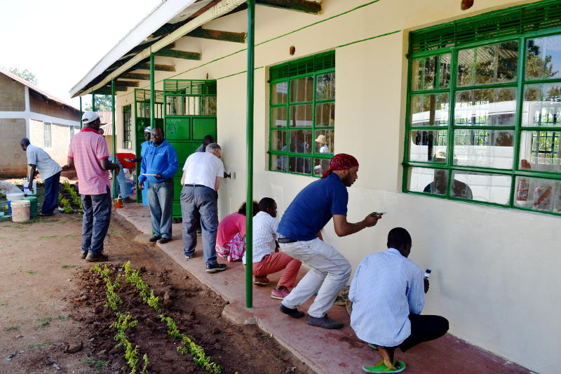 Painting the new kindergarten in Kenya