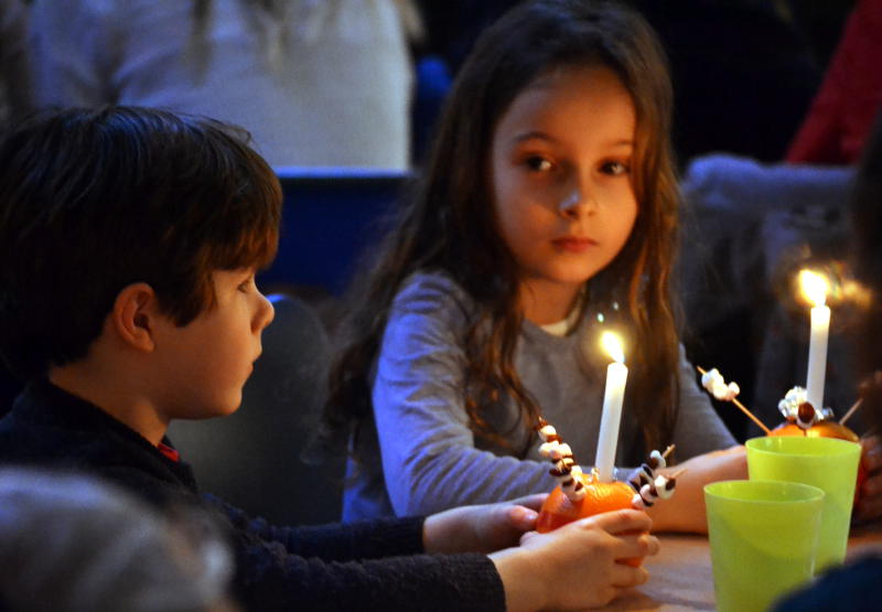 Christingle service: 3 pm on Christmas Eve