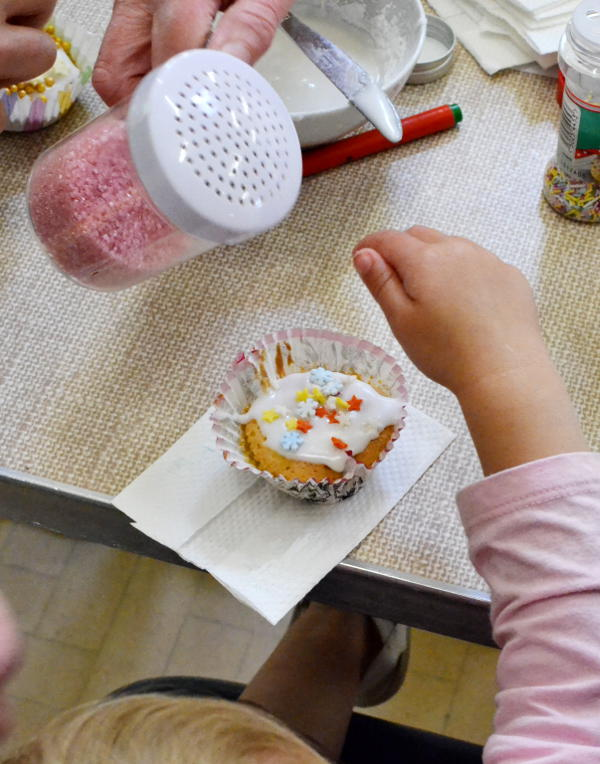Decorating a cup cake