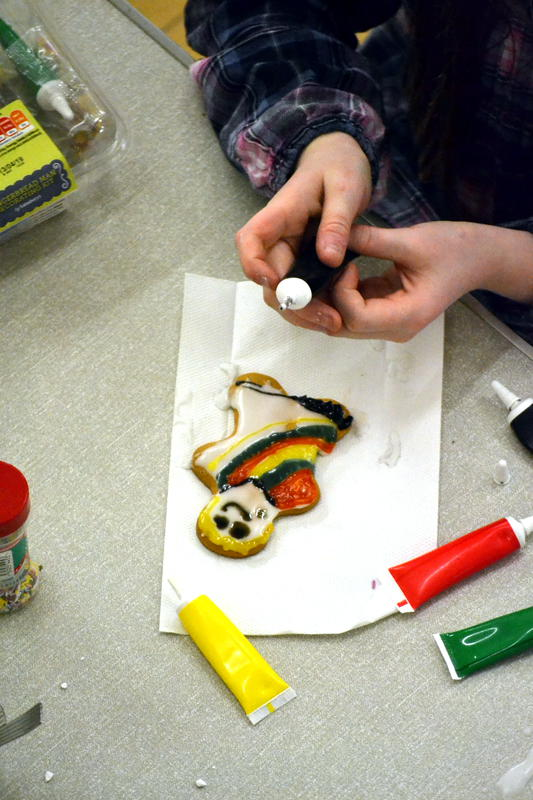 Decorating a gingerbread man with a coloured coat