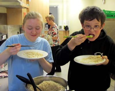Young people cooked and served the rice