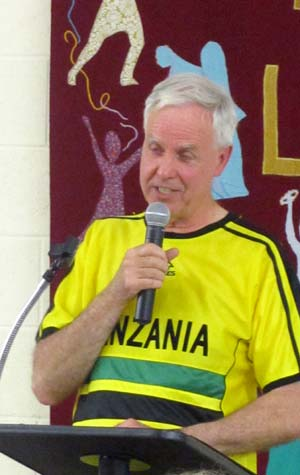 The quizmaster in action, wearing a Tanzania football shirt